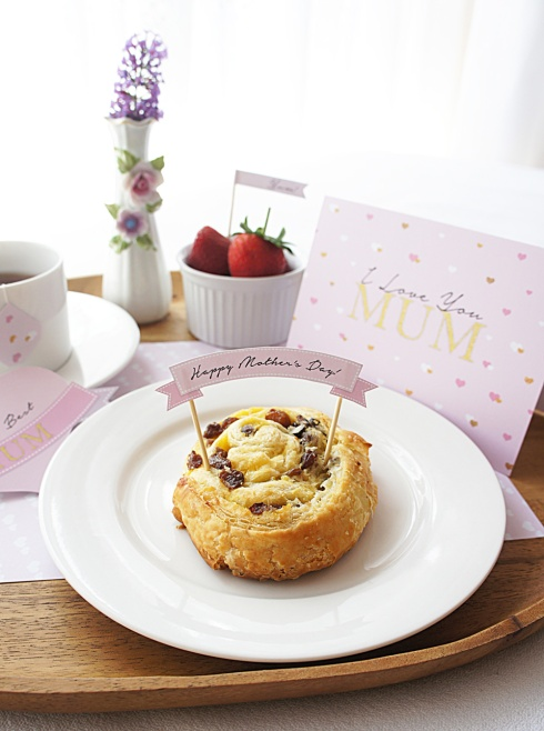 Mother's-Day-Breakfast-in-Bed-by-Claudia-Owen-3
